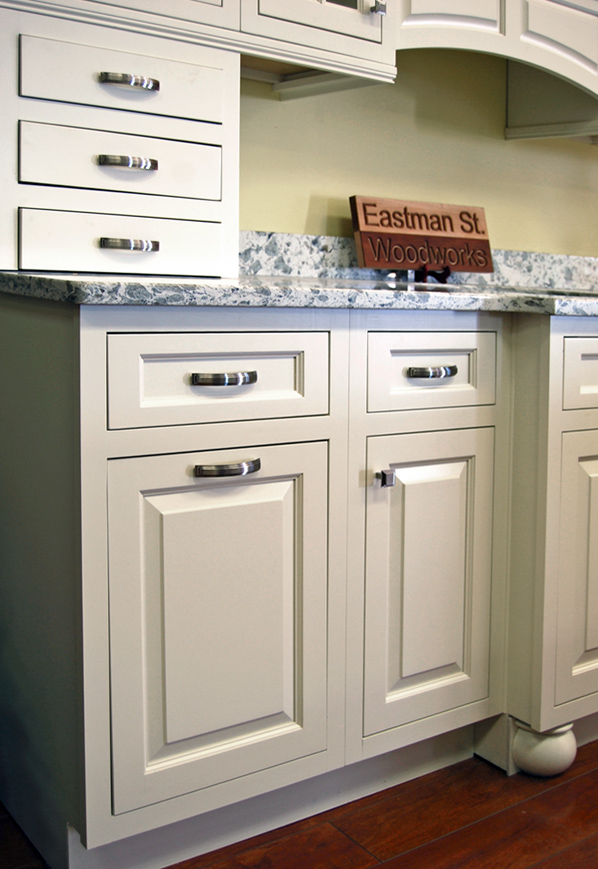 Glendale kitchen cabinets builders surplus for Bathroom cabinets builders warehouse