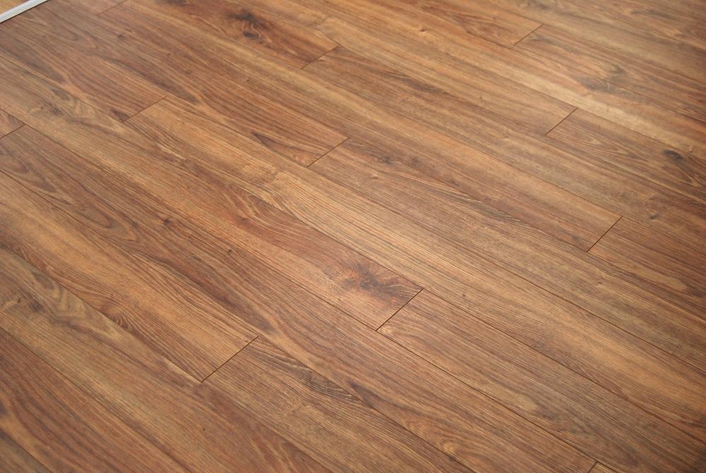 Caramel oak laminate builders surplus for Builder s pride flooring